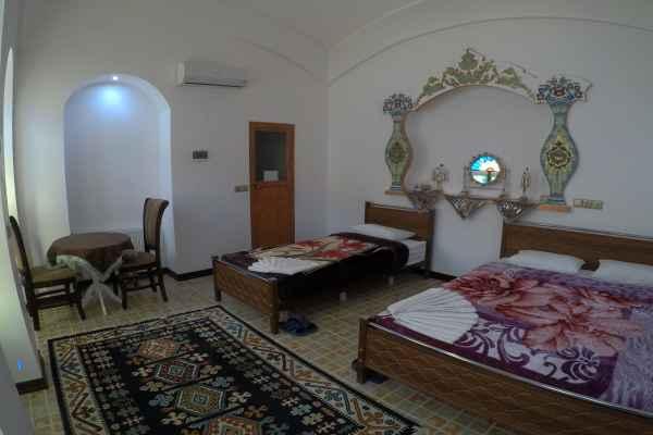 اقامتگاه سرای سنتی آمیرزا اتاق 102-شاه نشین