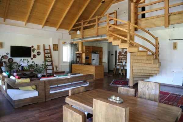 اقامتگاه ویلای چوبی لاکچری